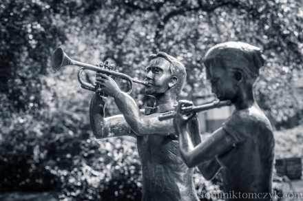 Filharmonia Opolska, monuments, muzycy, Opole, rzeźby, sculptures, trębacz, trumpeter, skrzypaczka, violinist, flecistka, flecistka, flutist